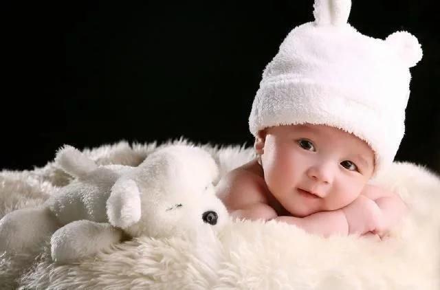 新生儿为什么爱溢奶、吐奶? 资深月嫂这六个绝招有效预防宝宝吐奶