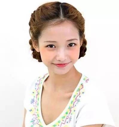 今天小编搜罗三款韩国编发发型,教你三种辫子盘发发型的扎法,这可是最
