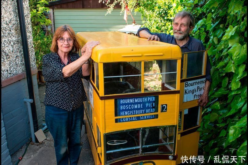 用品太喜欢开公交车,将电动车改造成迷你机械家庭男子双层图片