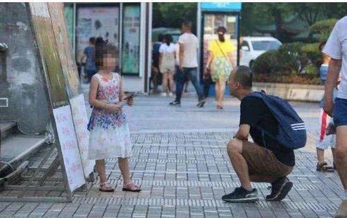 妈妈带孩子外出时,如果有人问你这个问题,可能是人贩子,要当心