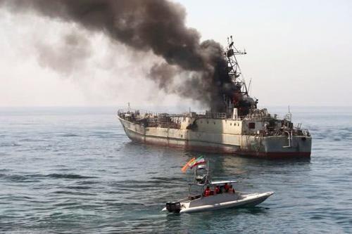 伊朗第一次扣留了中东加油机?群狼战术突出力量,美英舰队救援失败伊朗油轮