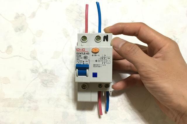1,第一种1p n漏电保护器: 总结:以上就是常用的空气开关和漏电保护器