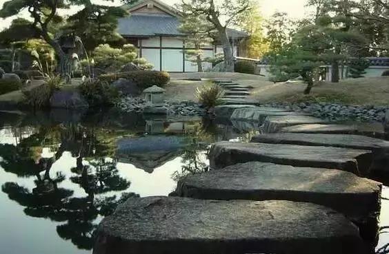 建造幽寂之美,充满禅意的日式和风池泉庭院,小溪,流水,瀑布,井,小桥