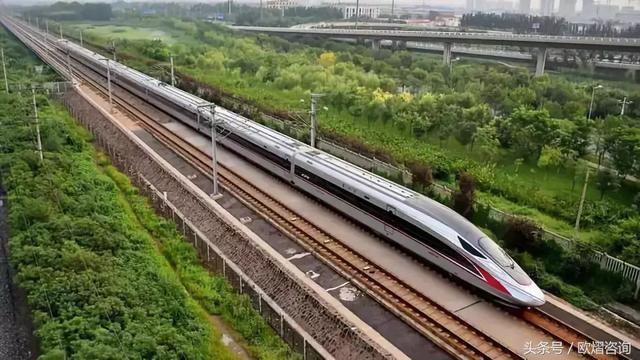 新型高速火车简笔画