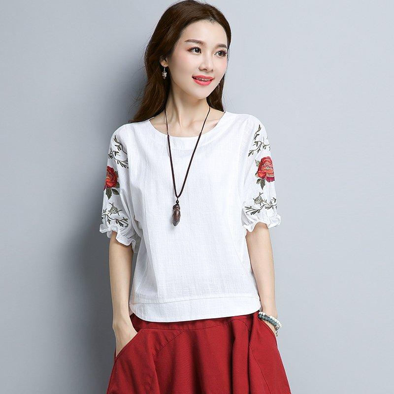 手工艺很好的刺绣设计,纯色衣服多种颜色选择,可以显肤白哦!