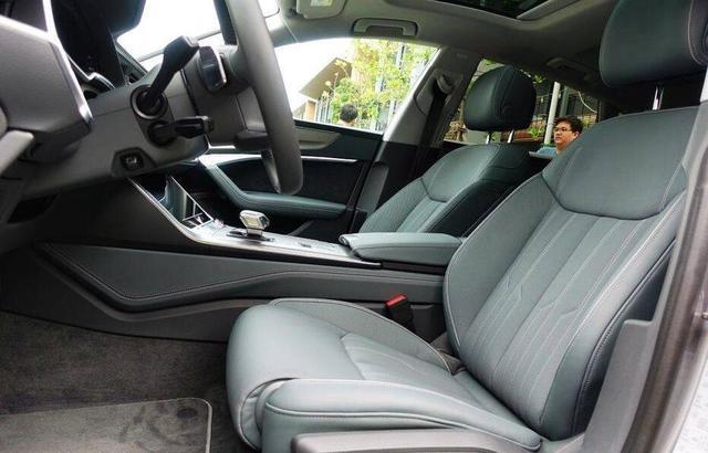 全新一代奥迪a7实车曝光,大溜背 无框车门,宝马5系看了干着急!