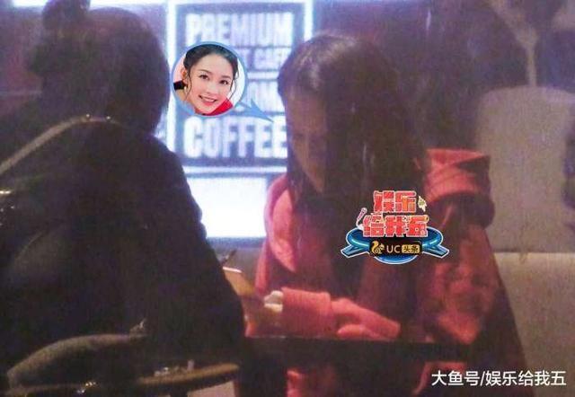 李沁素颜夜闺蜜喝表情大方露脸1嗨聊成咖啡搞笑带表情包图片字王俊凯图片