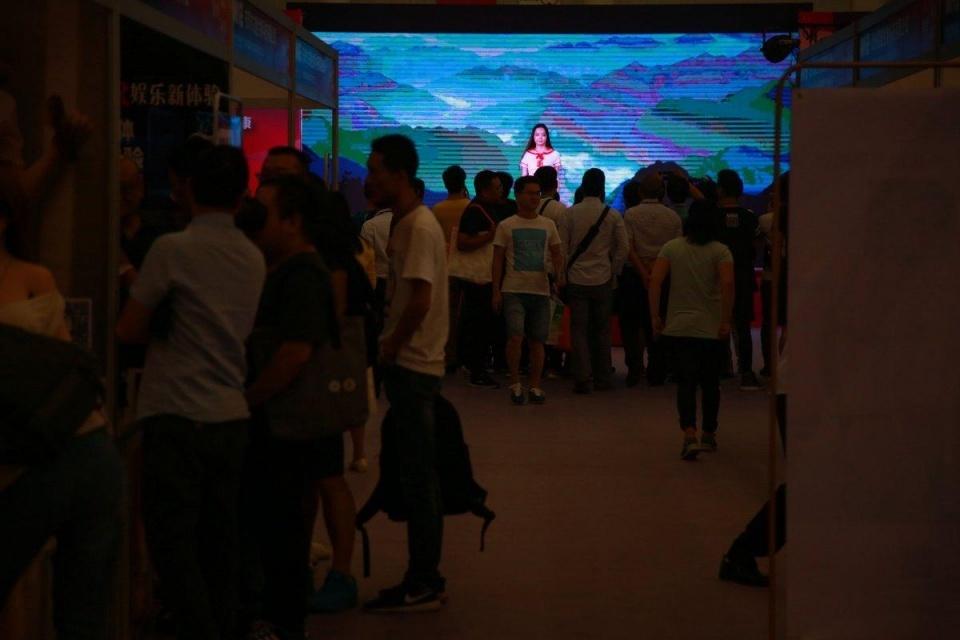 模特展首次来到武汉眼球成人中日惹人混血情趣丝柏精油纳图片