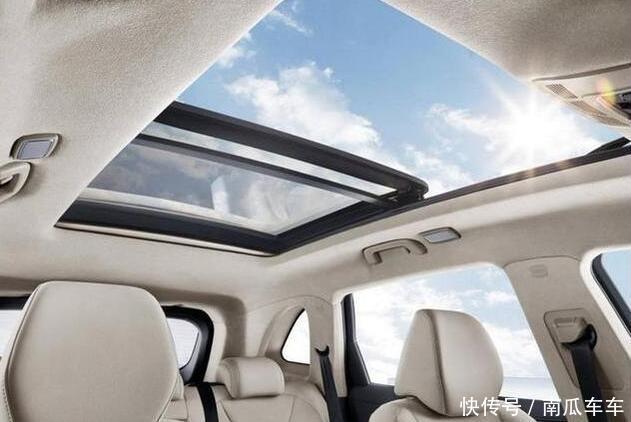 汽车 正文  红旗h5配备了全尺寸全景天窗,打开遮阳帘后车内很透亮