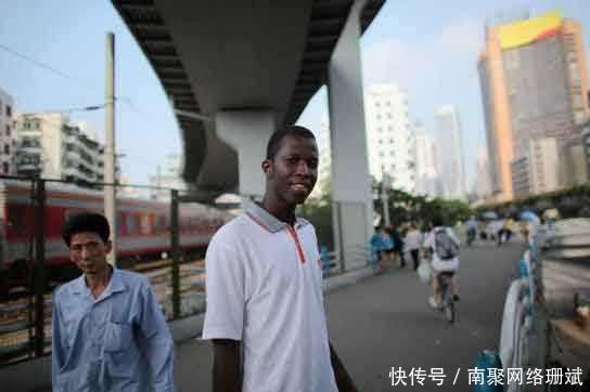 转向广州非洲黑人依赖于转售的东西,已经习惯了黑人中国