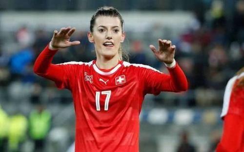潜水后,24岁的美丽足球运动员消失了。身体沉入湖下204米。瑞士玛莉