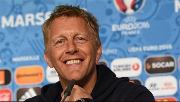 """冰岛主教练离任 一名""""牙医""""却率队冲进世界杯"""