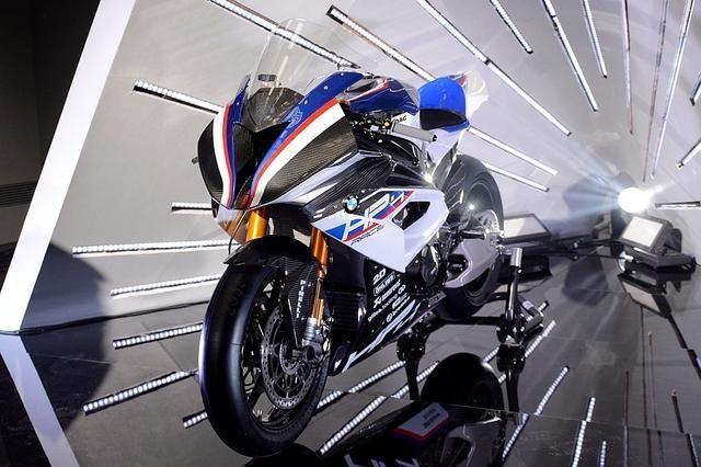 轻量化赛道之王 bmw hp4 race亮相京城