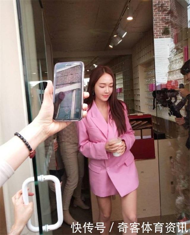 情趣在视频圈横行霸道,女明星都纷纷为它时尚站台西装红色图片