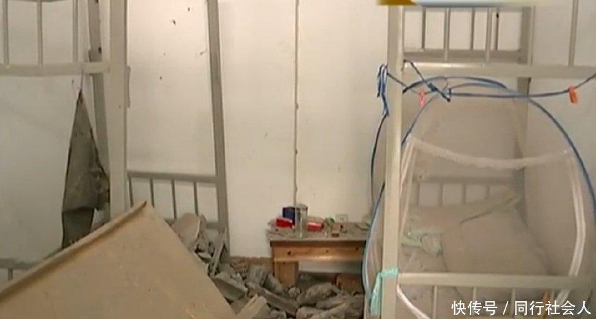 楼上在装修,天花板挖个洞砸到楼下床上,施工方:让你走,你不走