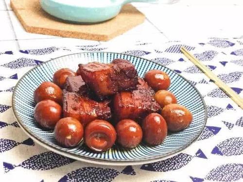 70岁老妈做红烧肉,不放1滴水,只需1瓶它,浓郁香醇百吃不腻
