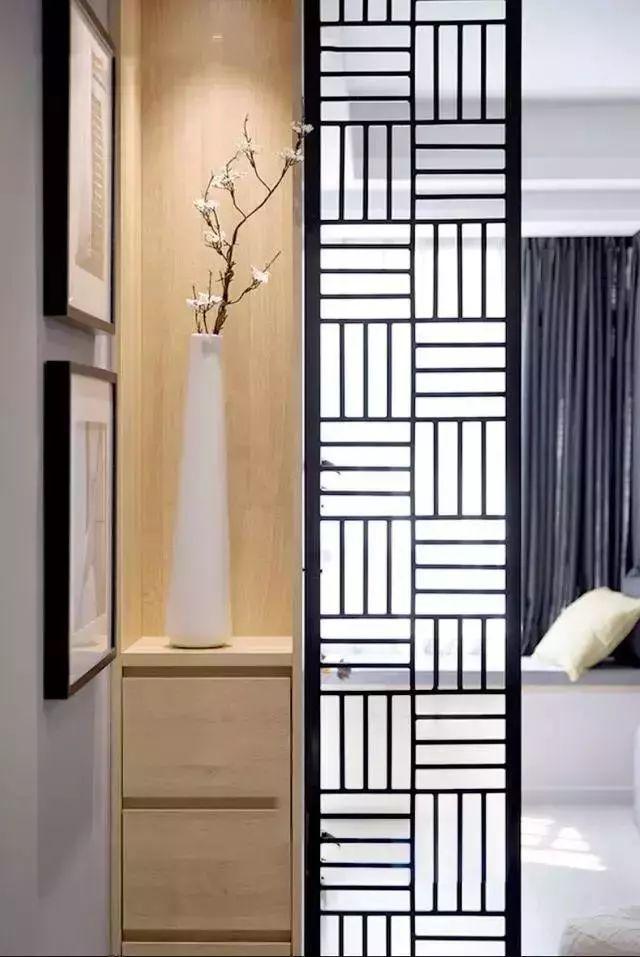 比起玄关鞋柜隔断墙,玄关收纳柜/装饰柜做隔断墙,就更注重装饰效果了