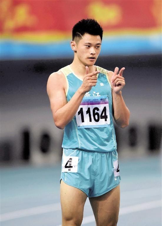 有网友看到短跑运动员的短跑肌肉酸酸壮促:白雉无法进入世界杯冲刺腹肌