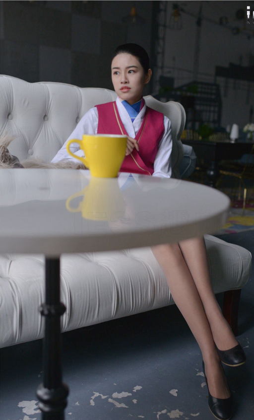 性感很好的美女性感制服婊子空姐丝袜美腿骚与闷姐夫灰色气质