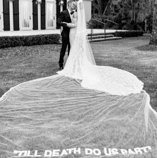 婚纱浪漫婚戒吸睛,比伯成宠妻狂魔,晒婚纱照大秀恩爱!