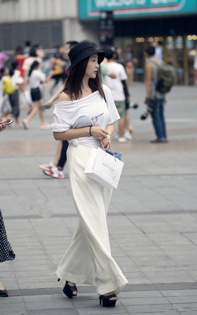 街拍:性感的美女小大气,迷人魅力,显露唯美姐姐性感写真李英爱清晰超图片
