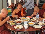 对比中国和缅甸的夜市,怪不得很多缅甸美女都想嫁到中国来