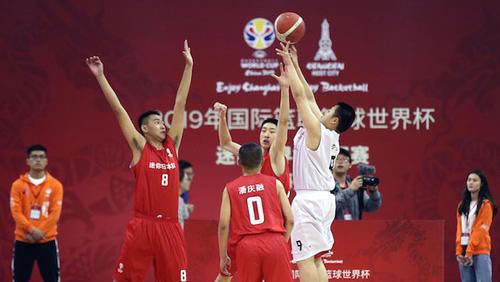 """沪上篮球少年化身""""美国梦之队""""篮球世界杯阿"""