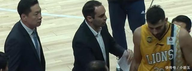 [热点]CBA赛场外援怒骂主教练这在中国篮坛历史少见!