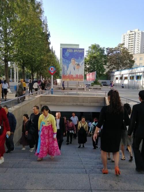 实拍朝鲜:穿高跟鞋的女孩很多,电瓶自行车很流行