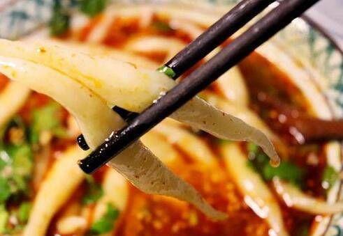 『适量』一个土豆,半碗面条,教你做好吃,简单,营养健康,比肉还好