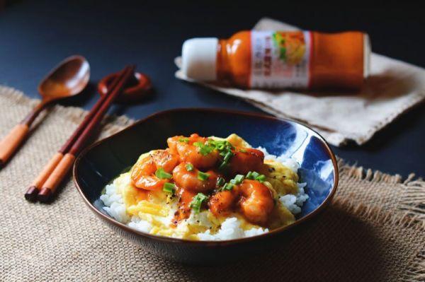 丘比沙拉汁:甜辣酱炒虾煎蛋盖饭
