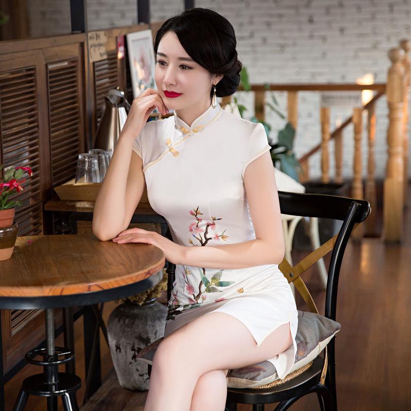 跑遍整个上海滩,终于找到改良版旗袍裙,半露不露~美的倾国倾城