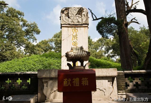 """九五至尊的中国皇帝为什么给""""王""""磕头跪拜只因此""""王""""很诡异"""