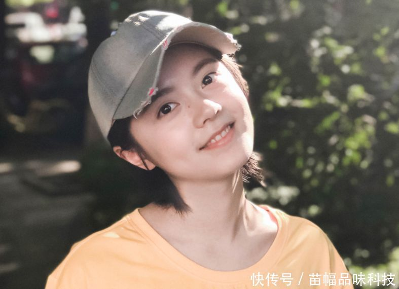 【转载】以为赵今麦只适合淡妆,看清节目上浓妆造型,一点不像17岁女孩