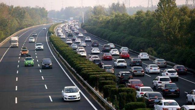 春节高速免费时间已确定,以下4种车辆不在免费行列!五座也不成