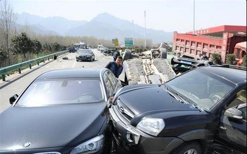 与豪车发生交通事故,无力赔偿怎么办交警这么做就对了
