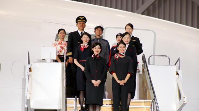 超6成空姐遭偷拍,日本航空首次引入女性裤装制服