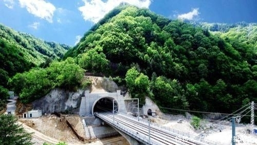 「西安成都」中国最成功的高铁开通后,两个新一线城市之间的飞