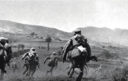 『一小』老人隐姓埋名71年,因一小物件暴露身份,军队为其出动6辆坦克