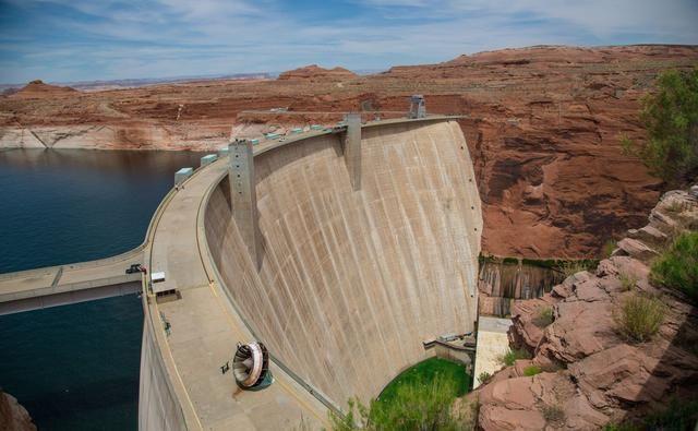 当地:一声巨响!美国两座水坝崩溃决堤,工业重镇被2.75米洪水淹没