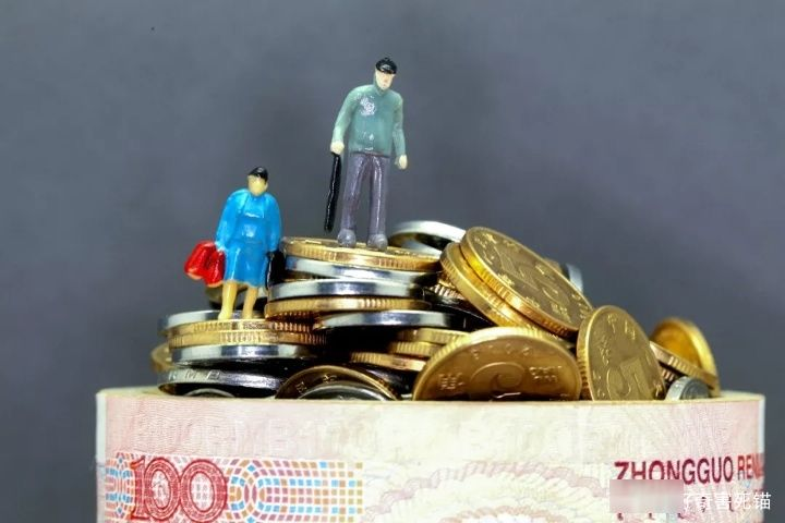 灵活就业人员缴纳15年社保,选择先缴费还是后缴费,帮你算算
