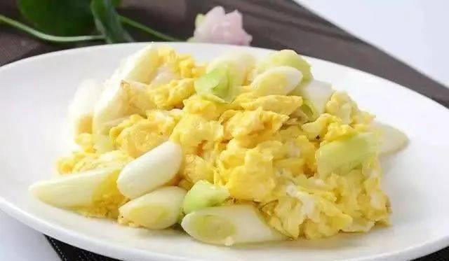 作法■炒蛋时,把握这一作法方法,生鸡蛋软嫩又鲜美,沒有一点腥味儿