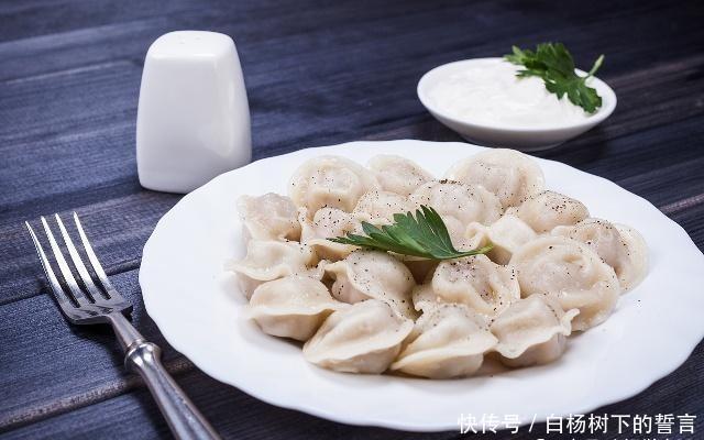 """和饺子馅时,该放什么""""油""""?教你一个技巧,无论咋做都好吃"""
