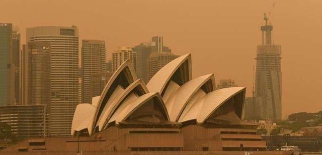 澳洲跨年夜野火烧不尽,不顾26万人请愿,澳总理莫里森坚持放烟火