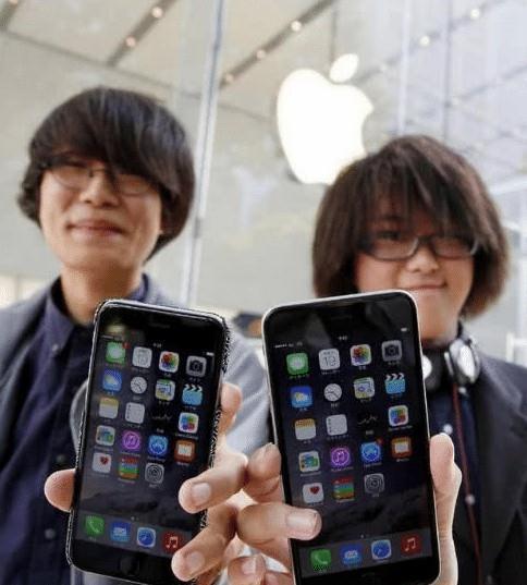 为什么日本的iPhone比中国便宜, 看过此事后, 表示心痛日本网友三秒!