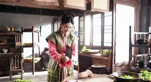 『做饭』古装女星做菜的姿势,唐艺昕成功逗笑了我,论经典我只服林心如!