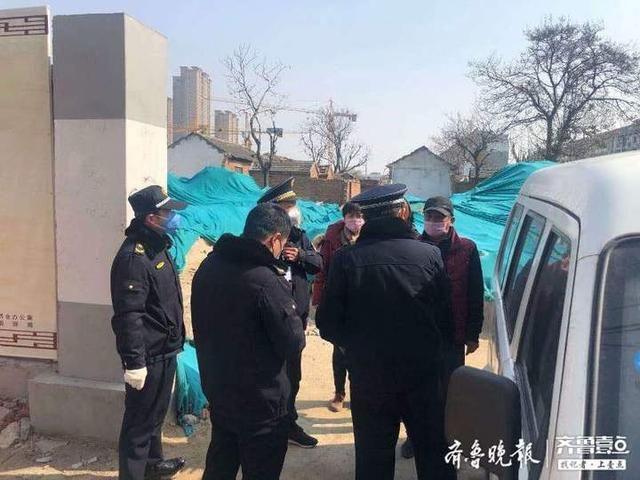 [近千名群众疏散]错时疏散购物群众150余人,岱庙中队严格做好疫情防控工作