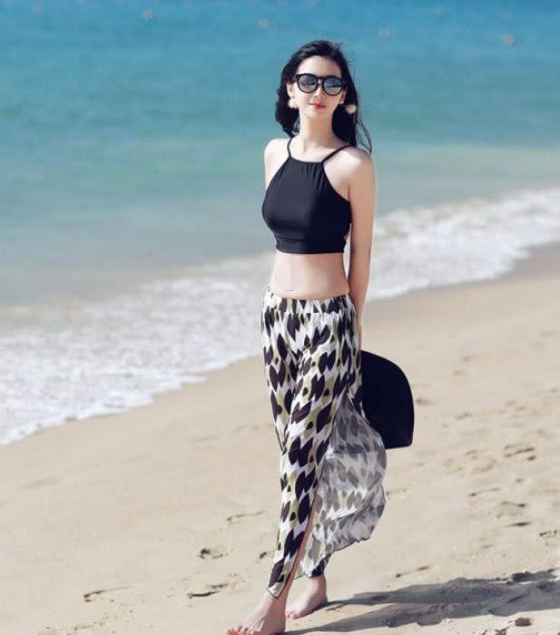 韩国女模海边大秀身材,乌黑的秀发披散两肩,气质太迷人插图(2)