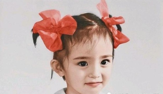 童年@回顾杨幂的童年照片,从小美到大的女人,网友:从小就是美人胚子