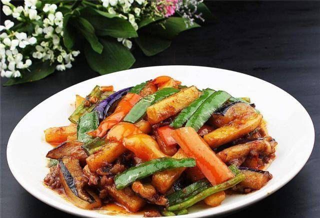#好吃#美食:不要直接用锅里的油炒茄子。用这一步,茄子不油腻,但好吃